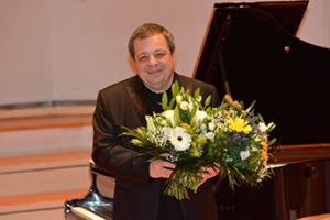 Ukrainian pianist Botvinov sets world record in Berlin.
